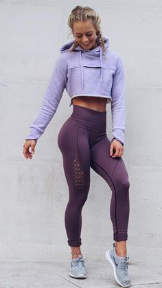 I freaking love gymshark active leggings! Gymshark Athlete, Becca Sills pairs her Purple Wash Energy Seamless leggings with the Cropped Raw Edge hoodie in Pastel Lilac. Legging Outfits, Leggings Outfit Fall, Yoga Outfits, Sport Outfits, Purple Leggings, Leggings Fashion, Running Outfits, Workout Outfits For Women, Fitness Outfits
