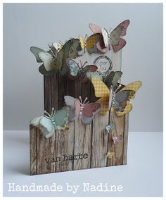 <3 this Z-fold card with the look that butterflies 'landed on the top of a fence'