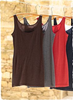 Our bestselling, all-season Long Tank is a wardrobe building block in pima (93%) and Lycra (7%). To be worn long and lean or scrunched up to suit your need.