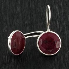 BO Round rubis rose - argent http://www.by-johanne.com/boucles-d-oreilles/1732-bo-round-rubis-rose-argent.html