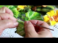 PAP Folha da Abóbora Zelicroches - YouTube Crochet Fruit, Crochet Flowers, Crochet Flower Tutorial, Kids Hands, Play Food, Crochet For Beginners, Crochet Stitches, Gifts For Kids, Birthday Gifts