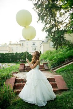 #balloons Photography by landmhewitt.com  Read more - http://www.stylemepretty.com/2013/08/09/baltimore-wedding-from-l-hewitt-photography/