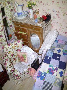 miniature cottage, dolls hosue cottage, 1/12th scale cottage, dolls house
