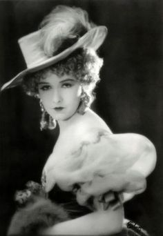 "Gorgeous  photo of Dorothy Gish from ""Nell Gwyn"""