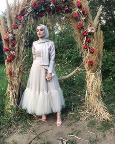 """QRAS on Instagram: """"Tütü elbisemiz ile #sizdengelenler ❤️❤️ #tesetturabiye #tesetturelbise #gelinbaşı"""" Hijab Dress Party, Party Dresses, Abaya Designs, Ootd, Victorian, Dress Muslimah, My Style, Stylish, Bridesmaids"""