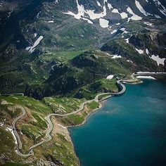 There are few more amazing climbs than the Colle del Nivolet. One of the 10 highest paved roads in Europe at over 2600m, the climb has everything; switchbacks, lakes, dams, tunnels, and views like these. Head to Piemonte in Italy for this one.  @curveshunter