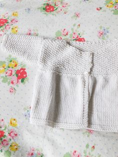 Moss stitch matinee - the matinee jacket from Claire Montgomerie's easy baby knits