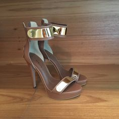 Dressbe | Sandália Carmim #sandalia #carmim #shoes #moda #fashion