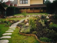 Un giardino ben organizzato e perfettamente curato è il sogno di tutti gli amanti del giardinaggio, che si tratti di piccoli prati o di giardini dalle metrature importanti, esistono svariati allest…