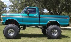 I absolutely appreciate this paint color for this lifted ford 1979 Ford Truck, Ford 4x4, Ford Pickup Trucks, Lifted Chevy Trucks, Old Trucks, Tundra Truck, Lifted Tundra, Classic Ford Trucks, Diesel Trucks