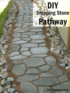 Life Unexpected: DIY Stepping Stone Pathway - cheaper than buying stones. Stepping Stone Pathway, Rock Pathway, Concrete Path, Concrete Stepping Stones, Mosaic Stepping Stones, Stone Pathways, Pathway Ideas, Brick Walkway, Garden Paths