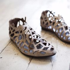 Closed cut out sandals in Beige