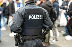 Ακροδεξιός εξτρεμισμός στις γερμανικές δυνάμεις ασφαλείας German Police, Left Wing, Herschel Heritage Backpack, Face Claims, Death, Scene, Police, Stage