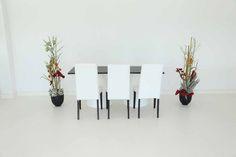 """Tisch """"IKON"""", schwarz in Kombination mit den Stühlen """"Nivo"""" in weiß"""