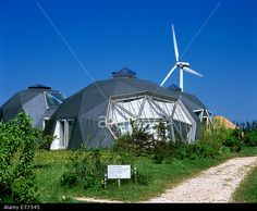 http://c8.alamy.com/comp/E77345/houses-in-the-form-of-geodesic-domes-in-dyssekilde-eco-village-denmark-E77345.jpg