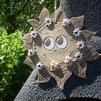sluníčko s kytičkami / Zboží prodejce ZB-Design Pottery Sculpture, Pottery Art, Soutache Jewelry, Ceramic Flowers, Santa Gifts, Ceramic Decor, Air Dry Clay, Garden Sculpture, Outdoor Decor