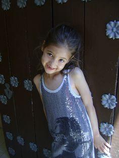 Mareva con un vestido ideal de DKNY de esta temporada de verano.