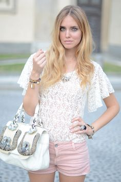 I love lace tops Classy Shorts Outfits, Pretty Outfits, Summer Outfits, Short Outfits, Stockholm Street Style, The Blonde Salad, Black Celebrities, Lace Tops, Fendi