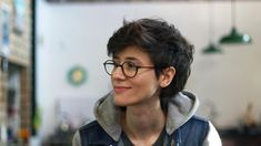 Cute but she kind of looks like Harry Potter <<< that's not a bad thing Girl Short Hair, Short Curly Hair, Short Hair Cuts, Curly Hair Styles, Pixie Hairstyles, Cool Hairstyles, Haircuts, Tomboy Hairstyles, Hair Inspo