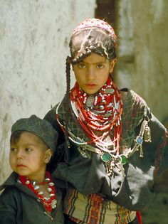 Kalash children - girls dont start wearing the colourful clothing until the age… We Are The World, People Around The World, Kalash People, Precious Children, Baby Boy Fashion, Colourful Outfits, Traditional Dresses, Kids Girls, Beautiful People
