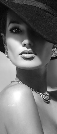 Black And White Face, Black White Art, Black White Fashion, Black And White Portraits, Black And White Photography, Color Black, Photography Women, Fashion Photography, Keep It Classy