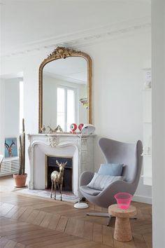 J'adore ! Allez sur www.domozoom.com découvrir les plus beaux intérieurs de maisonfl-nav-b-content-title de France... Parisian Decor, Parisian Apartment, Eclectic Decor, French Interior, Luxury Interior, Home Nyc, Living Room Grey, Dream Decor, Interior Decorating