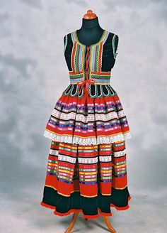 National costumes of Poland - Polish Folk Costumes - Strój Lubelski Krzczonowski - Strój Damski model B