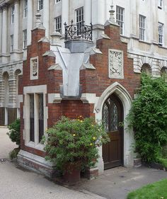 Head Gardener's Hut: Lincoln's Inn    This very attractive little 'hut' was built in 1852 for Mr. Temple the head gardener at Lincoln's Inn. It was restored in 1998 and the concrete roof was replaced with lead. Lincoln's Inn has six separate gardens, comprising the North Lawn, Benchers' Lawn, New Square, Gatehouse Court, Kitchen Garden and Stone Buildings. The building in the background is Stone Buildings which was partly built in 1780 and finished in 1845.