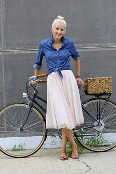 How cute is this look? Nude heels, a midi skirt, chambray blouse and platinum top knot look adorable paired with this city bike.