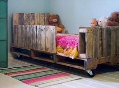 DIY pallet bed for your child