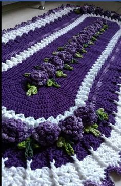 Crochet Table Runner Pattern, Crochet Tablecloth, Crochet Doilies, Crochet Flowers, Crochet Mat, Crochet Home, Knitting Patterns, Crochet Patterns, Crochet Videos