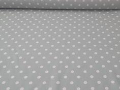 Altezza: 180 cm Composizione: 100% #cotone. #Tessuto per #tovagliato firmato #Bottaro. Sfondo #grigio chiaro con #pois in bianco. Elegante e moderno, per donare un tocco #shabbychic alla tua #tavola.