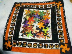 Halloween twister quilt #2 Halloween Quilt Patterns, Halloween Quilts, Twister Quilts, Patchwork Table Runner, Quilt Making, Table Runners, Quilt Blocks, Bohemian Rug, Projects To Try