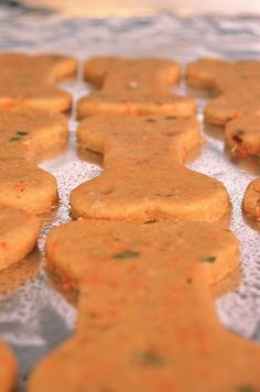 Carrot, peanut butter, oatmeal dog treats (My boys would love to make this for our dogs!) Carrot, peanut butter, oatmeal dog treats (My boys would love to make this for our dogs! Puppy Treats, Diy Dog Treats, Homemade Dog Treats, Dog Treat Recipes, Healthy Dog Treats, Dog Food Recipes, Happy Healthy, Carrot Dogs, Dog Cookies