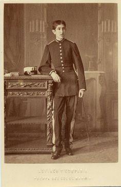 Alviach, M.: retrato de joven en uniforme militar, formato cabinet, 1876.  Hesperus´ Collection
