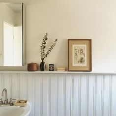 Astounding Cool Tips: Oak Wainscoting Interior Design wainscoting stairwell benjamin moore.Wainscoting Rustic Board And Batten. Black Wainscoting, Dining Room Wainscoting, Wainscoting Styles, Painted Wainscoting, Wainscoting Panels, Bad Inspiration, Bathroom Inspiration, Interior Inspiration, Bathroom Shelf Decor