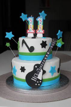 Torta compleanno ragazzo chitarra - boy's birthday cake with guitar 10th Birthday Parties, Boy Birthday, Guitar Birthday Cakes, Bolo Musical, Fender American, Cakes For Boys, David, Baby Shower, Desserts