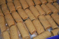 Recettes Tunisiennes JIJI: Pâtisserie tunisienne aux pois chiches Kaak Warka, Biscuits, Jiji, Le Boudin, Cake Cookies, Hot Dog Buns, Dairy, Favorite Recipes, Bread