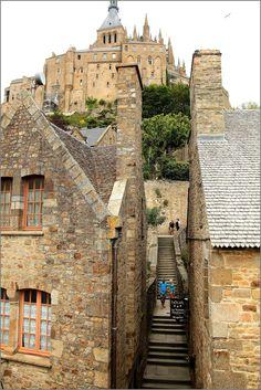 Mont Sant Michel, Mont Saint Michel France, Places To Travel, Places To Visit, Region Normandie, Normandy France, Landscape Background, Fantasy Places, Old Churches