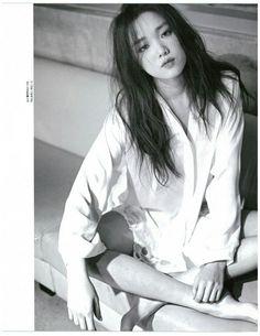 Lee Seong Kyeong for Nylon Korea April 2015 Korean Actresses, Korean Actors, Lee Sung Kyung Fashion, Kim Book, Weightlifting Fairy Kim Bok Joo, Joo Hyuk, Kim Woo Bin, Portraits, Korean Celebrities