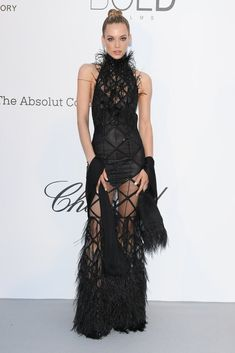 Hannah Ferguson arrives at the amfAR Gala Cannes 2018 at Hotel du Cap-Eden-Roc on May 2018 in Cap d'Antibes, France. Get premium, high resolution news photos at Getty Images Black Dress Red Carpet, Red Carpet Looks, Dress Black, Fashion 2018, Star Fashion, Hannah Ferguson, Milla Jovovich, Gala Dresses, Festival Fashion