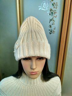Модная, стильная шапка с удлинённой верхушкой. Knitted Hats, Knitting, Fashion, Moda, Tricot, Fashion Styles, Breien, Stricken, Weaving
