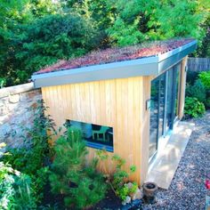 Gorgeous sedum roof - brilliant for wildlife, fresh air and looks stunning! Summer House Garden, Home And Garden, Sedum Roof, Hill Country Homes, Outdoor Living, Outdoor Decor, New Green, Plant Wall, Green Roofs