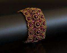 Bangle armband in zwart bosgroen en Bits van door SmadarsTreasure