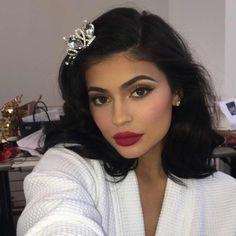 Kylie Jenner wearing KYSHADOW Bronze Palette