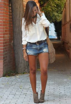 16 Ways To Wear Your Denim Shorts This Spring – Fashion Diva Design – style ideas Summer Boots Outfit, Cute Summer Outfits, Spring Outfits, Cute Outfits, Short Outfits, Summer Shorts, Summer Ankle Boots, Ankle Boots How To Wear, Summer Denim
