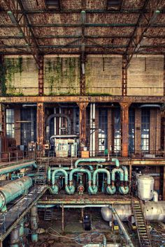 abandoned factory, looks like Gotham. Old Buildings, Abandoned Buildings, Abandoned Places, Abandoned Castles, Abandoned Factory, Images Gif, Old Factory, Ex Machina, Industrial Photography