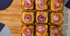 Aprende a preparar esta receta de Muffin de maíz con panceta y cebolla, por Osvaldo Gross en elgourmet