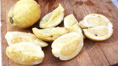 Salt trekker bitterheten ut av det hvite i sitronene, slik at du kan spise hele når det har gått to måneder.