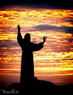 San Francesco di Assisi: Momument of Francis of Assisi across from the Basilica di San Giovanni in Laterno (Rome Italy) set  against a firey orange sky. Saint Francis of AssisiTravelItalyRomeDuskArtSkySunsetTwilightItaliaCloudsSilhouetteEuropeEveningReligionMonumentStatueChristianStatuesCatholicCloudyWeatherRomaSundownChristianityHolyCarvingCloudscapeFrancescoSun SetNightfallReligionsRed SkyOrange SkySan Francesco d'AssisiFireskyFire SkyTheologyDenominationCatholic FriarCustody of the Holy…